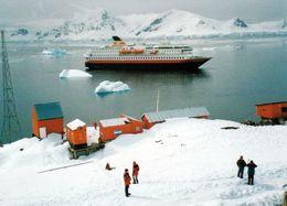 1 AK Antarctica * Die Argentinische Station Almirante Brown In Der Paradise Bay Und Das Kreuzfahrtschiff Nordnorge * - Ansichtskarten