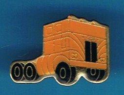 PIN'S    **  CAMION TRACTEUR / SEMI-REMORQUE ** - Transportation