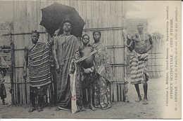 45 ABIDJAN, Chef De Famille Avec Son Tube Et Son Parapluie, CÔTE D'IVOIRE, Carte Postale Non Circulée - Ivory Coast