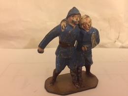 2 Soldats De Plomb Blessés Se Soutenant Réciproquement TRES RARE - Tin Soldiers