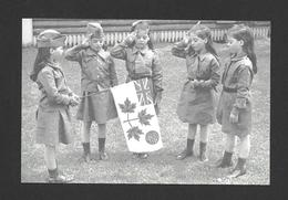 ENFANTS - LES QUINTUPLÉES - LES JUMELLES DIONNE ELLES SONT HABILLÉES EN GUIDES - NÉES EN 1934 À CALLANDER ON. - Groupes D'enfants & Familles