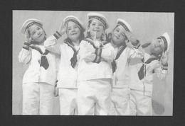 ENFANTS - LES QUINTUPLÉES - LES JUMELLES DIONNE NÉES EN 1934 NÉES À CALLADER ON. EN HABIT DE MATELOT - Groupes D'enfants & Familles