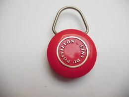 Beau Porte Clés , Vins Du Postillon - Key-rings