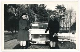 REAL PHOTO  - 1967 Old Car, PEUGEOT 404,  Auto Automobilia,women , Old  Photo - Automobiles