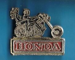 PIN'S //  ** MOTO / BIKERS HONDA ** . (PULSE PRODUCTS(over Seas) LIMITED) - Motorbikes