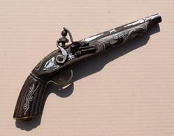Reproduction De Pistolet à Silex Style Oriental Ou Mexicain Décor De Nacre Et Fil D'alu - Armes Neutralisées