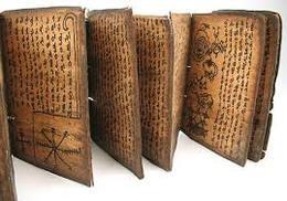 Livre De Divination Pustaha BATAK  Dessus En Os Avec Salamandre Dessous Os - Asian Art