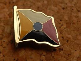 Pin's -  DRAPEAU - Badges