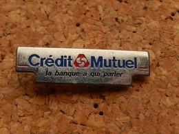 Pin's -  BANQUE  - CREDIT MUTUEL - LA BANQUE A QUI PARLER - Banks