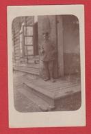 Baranowitschi -  Carte Photo  --  Soldat Allemand Devant Une Maison - Belarus