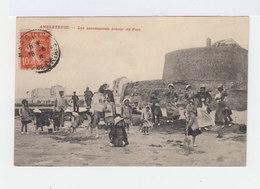 Ambleteuse. Les Amusements Autour Du Fort. Avec Enfants. Femmes Avec Chapeaux. (2672) - France