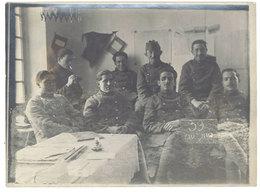 Photo Ancienne Soldats Dans Chambre - Guerre, Militaire