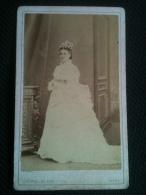 Photo - CDV D'une Femme En Robe Longue Type Mariée, Bourgeoise Ou Aristocrate Photographie Gabriel Blaise Tours Ca1870 - Anciennes (Av. 1900)