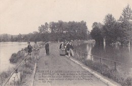 37 VOUVRAY Crues De La LOIRE 1907  Animation Route ANGERS à BRIARE Inondée - Vouvray