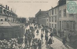 94) CHOISY-LE-ROI : La Faiencerie - La Sortie Des Ouvriers (1905) - Choisy Le Roi
