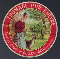 """Ancienne Etiquette Fromage  Pur Chèvre  Laiterie Coop De Celles S/belle 2 Sevres """"feme Coiffe Tricot Chèvres"""" - Cheese"""
