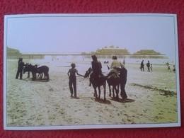 POSTAL POST CARD THE NOSTALGIA POSTCARD VINTAGE 1950 BLACKPOOL SEASIDE BEACH FAMILY DONKEYS BURROS. BURRO DONKEY VER FOT - Burros