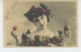 FEMMES - FRAU - LADY - Jolie Carte Fantaisie Portrait Femme - LES SAISONS - L'AUTOMNE - Donne
