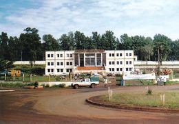 1 AK Kamerun Cameroun * Das Rathaus In Bafoussam - Hauptstadt Der Westregion In Kamerun * - Cameroon