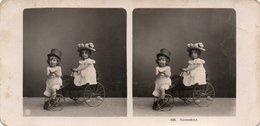 83Gt   Photo Stéréoscopique Stéréo Enfants Jouet Tricycle Tacot Automobile - Portraits