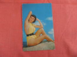 Pin-Ups   Beauty On The Beach --ref 2928 - Pin-Ups