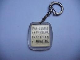 Beau Porte Clés , Patisserie Au Cointreau - Porte-clefs