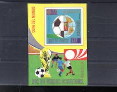 GUINEE EQUATORIALE MICHEL BLOC 77 **SUR UN BALLON POUR LE MONDIAL 1974 - Guinea Ecuatorial