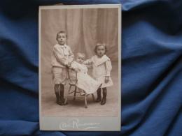 Photo Cabinet Chéri Rousseau à St Etienne Trois Enfants Blonds : Un Bébé En Robe Assis, Fillette, Garçon -CA 1900 - L374 - Photographs