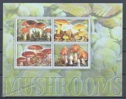 Dominica - Dominique 2005 Yvert 3146-49, Mushrooms - MNH - Dominica (1978-...)