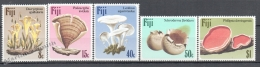 Fiji 1984 Yvert 493-97, Mushrooms - MNH - Fiji (1970-...)
