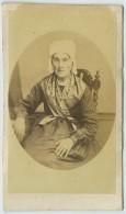 CDV 1860-70 . Vieille Femme Avec Coiffe . - Photos