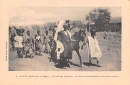 MALI SOUDAN Francais KAYES Un Mariage Indigene La Femme Completement Voilee Est En Croupe 5(scan Recto-verso) MA215 - Sudan