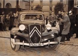 L'AFFAIRE DES SECRETS MILITAIRES- EMMANUEL D'ASTIER DE LA VIGERIE QUITTE LA CASERNE DE REUILLY - Automobiles