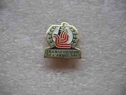 Pin's Embleme Des Transports GRAVELEAU, Transporteur De L'année 1992 - Transportation