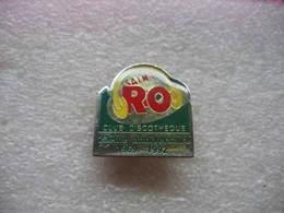 Pin's Du 23eme Anniversaire Du Club-Discotheque SAINT RO 1969-1992 - Music