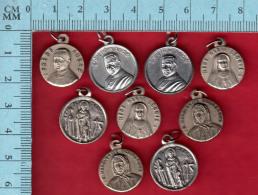 9 Medailles Reliquaire  - 3 Reliques Du Frère André, 2 De Marguerithe Bourgeois, 2 St Perigrine, 2 Mère Léonie - Religion & Esotérisme