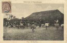 Dahomey Et Dépendances Un Tam Tam + Timbre 4c Dahomey Et Dependances RV - Dahomey