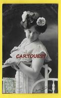 Carte Fantaisie FEMME Thème Mode - CHEVEUX COIFFURE Robe - 1907 - Rose - Femmes