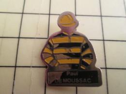 PIN513D Pin's Pins / Rare Et Beau : EQUITATION TENUE DE JOCKEY ECURIE DE MOUSSAC - Pin