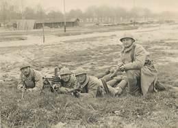 24em REGIMENT Camp D'entrainement (mitrailleuse) En 1930,carte Photo Recoupée Format 9cm X 12cm Environ. - Guerre, Militaire
