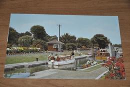 102- The Lock At Chertsey - 1972  Animated - Surrey