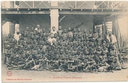 DAHOMEY - Une Ecole Primaire - Missions Africaines - Dahomey