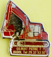 BB 802..ENGINS DE : LEVAGE / TERRASSEMENT/ TRAVAUX PUBLICS /.......GILBERT  PIERRE  TP  MADOL - Pin's