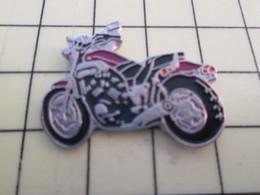 PIN813E Pin's Pins / Rare Et Beau : MOTO ROUTIERE ROUGE ET NOIRE PEUT ÊTRE HARLEY-DAVIDSON - Motorbikes