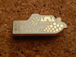 Pin's - VIN DE LA TOURAINE - Qualité ARTHUS - Cities