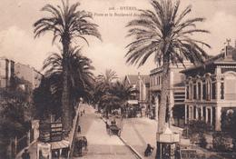 HYERES - La Poste Et Le Boulevard Des Palmiers - Hyeres