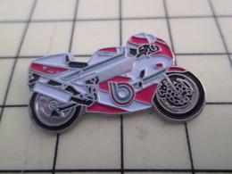 PIN812F Pin's Pins / Rare Et Beau : MOTO DE COURSE ROUGE ET BLANCHE BURAGO - Motorbikes