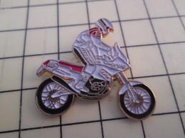PIN616A Pin's Pins / Rare Et Beau : MOTO CROSS TRIAL ENDURO BLANCHE ET NOIRE - Motorbikes