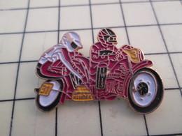PIN616A Pin's Pins / Rare Et Beau : MOTO SIDE CAR ROUGE N°31 - Motorbikes