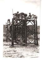 Militaria-Belgisch Leger-Armée Belge-Génie-Manoeuvres-Construction D'un Pont-Bouwen Van Een Brugelement-Photo Véritable - Manoeuvres